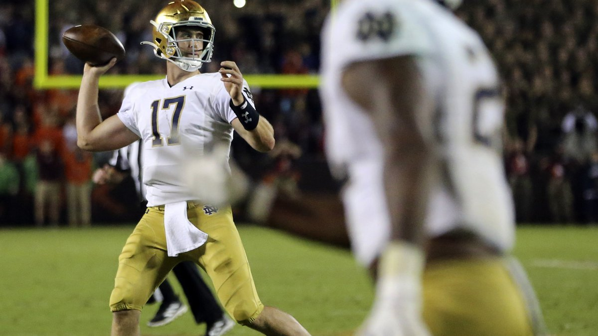 Notre Dame quarterback Jack Coan (17) throws a two-point conversion pass during the second half...