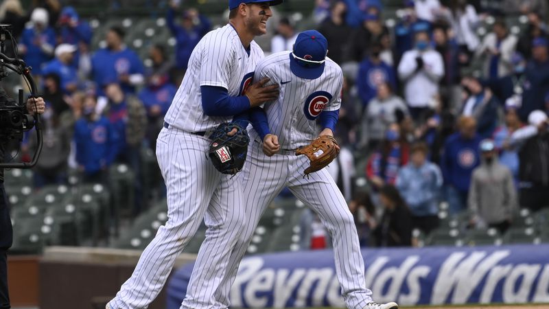 Chicago Cubs first baseman Anthony Rizzo, left, and third baseman Matt Duffy (5) react after a...