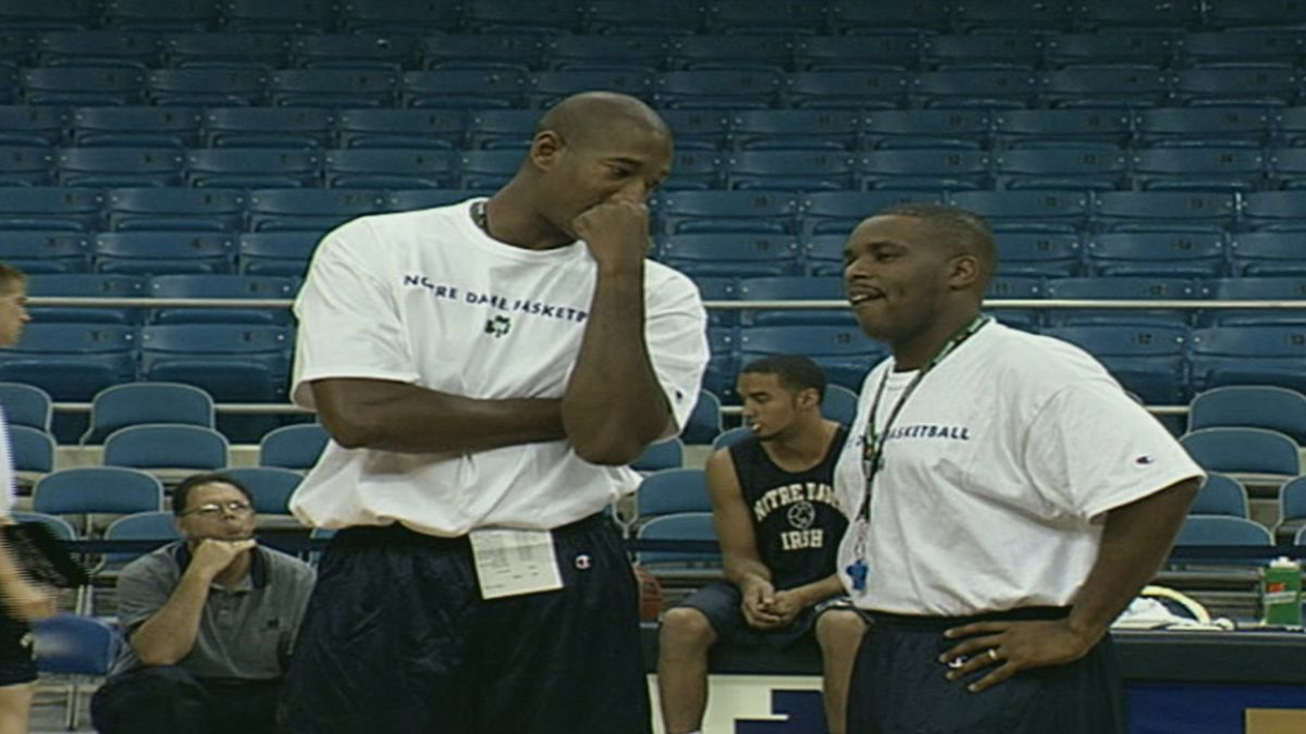 Anthony Solomon (right) coaches a Notre Dame basketball practice.