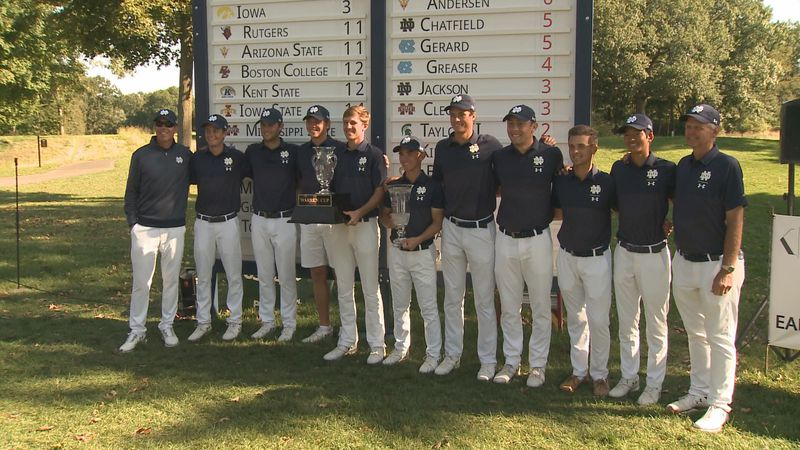 The Notre Dame men's golf team celebrates winning the Fighting Irish Classic in the fall of 2019.