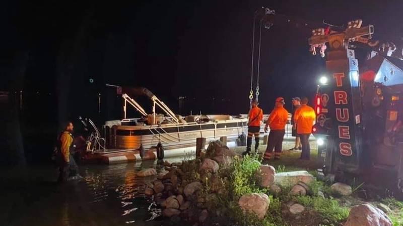 Eagle Lake boat crash leaves Edwardsburg couple injured.