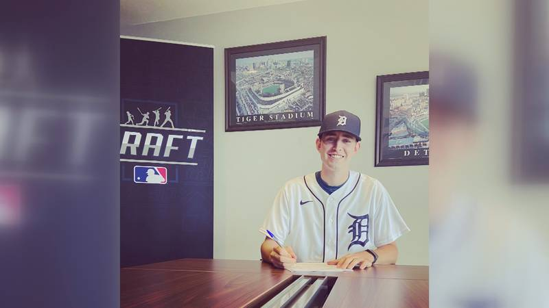 Tanner Kohlhepp signs pro contract with Tigers.