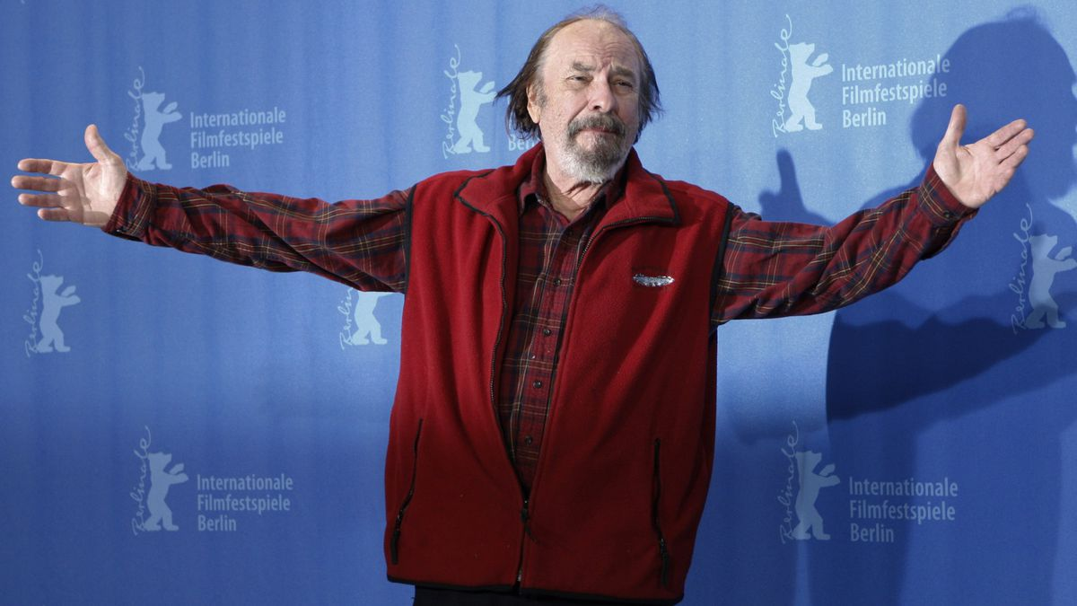 """In this Wednesday, Feb. 11, 2009, file photo, U.S. actor Rip Torn poses during a photo call for the competition movie """"Happy Tears,"""" at the Berlinale in Berlin. Award-winning television, film and theater actor Torn has died at the age of 88, his publicist announced Tuesday, July 9, 2019. (AP Photo/Markus Schreiber, File)"""