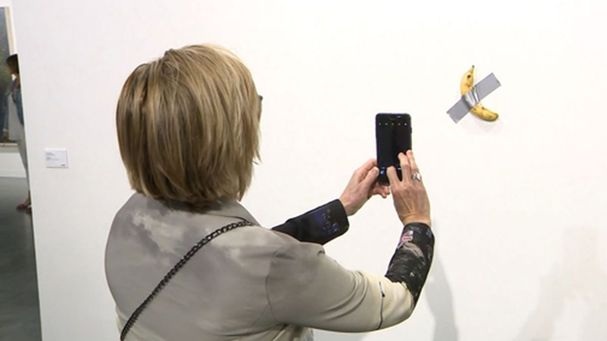 """A piece by artist Maurizio Cattelan called """"Comedian"""" sold for $120,000. (Source: WFOR/CNN)"""
