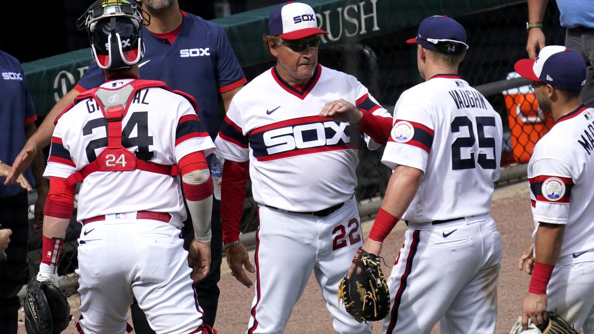 Chicago White Sox manager Tony La Russa (22) celebrates with his team after the Chicago White...