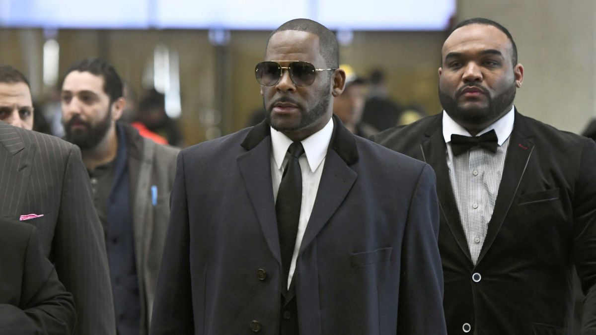 In this May 7, 2019 file photo, musician R. Kelly, center, arrives at the Leighton Criminal Court building for a hearing in Chicago. (AP Photo/Matt Marton, File)