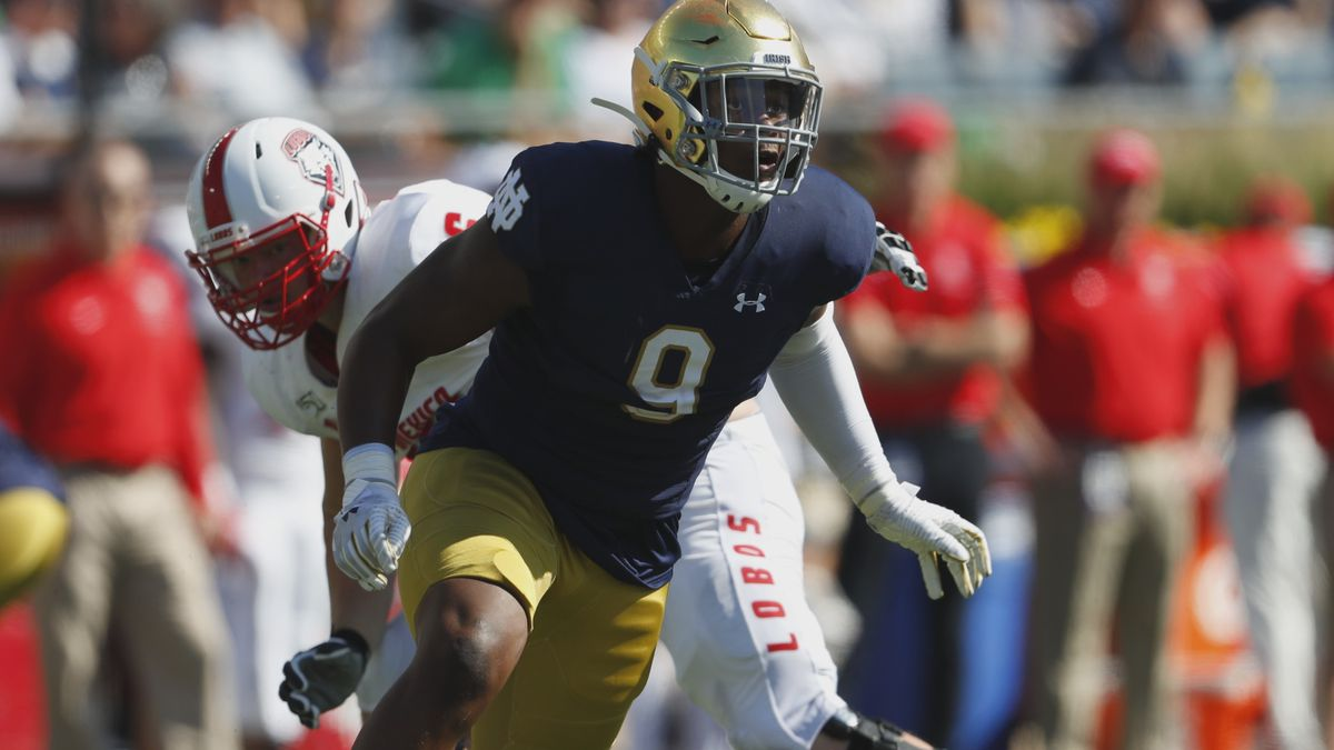 Notre Dame defensive lineman Daelin Hayes (9) plays against New Mexico in the first half of an...
