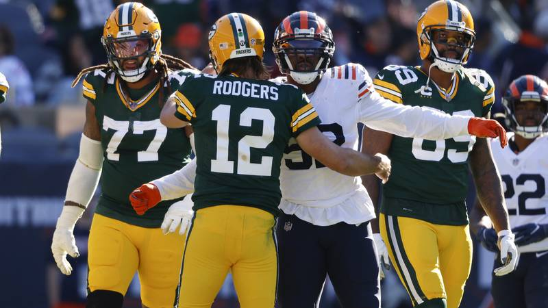 Green Bay Packers quarterback Aaron Rodgers (12) and Chicago Bears outside linebacker Khalil...