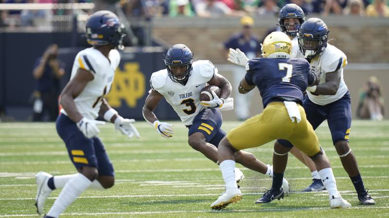 Toledo running back Micah Kelly (3) in action against Notre Dame in the first half of an NCAA...