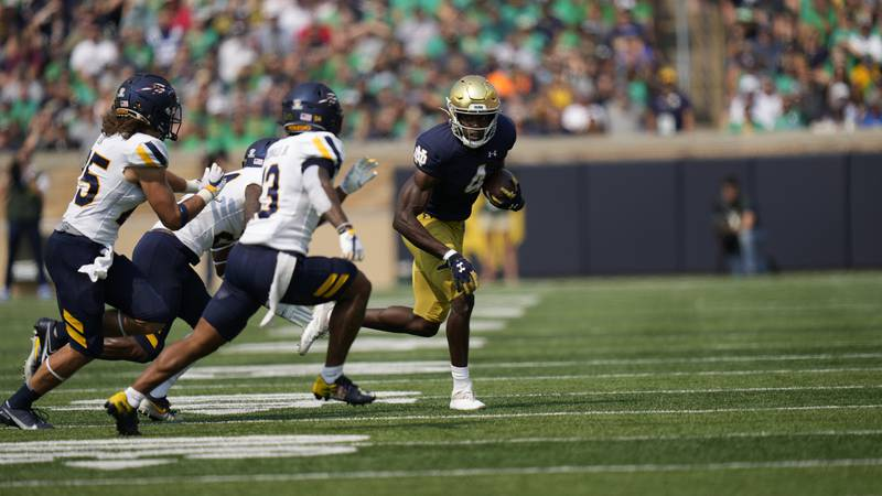 Notre Dame wide receiver Kevin Austin Jr. (4) in actions against Toledo in the first half of an...