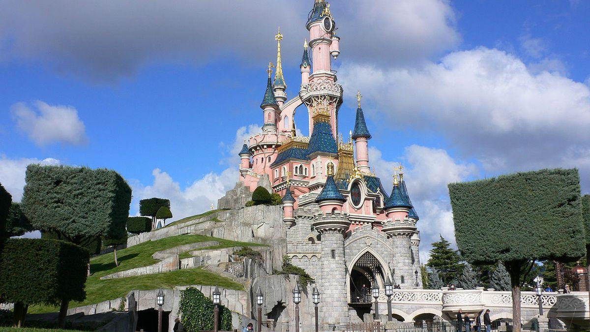 Photo: Heather Cowper from Bristol, UK - Sleeping Beauty Castle, Disneyland, Paris, CC BY 2.0, $3