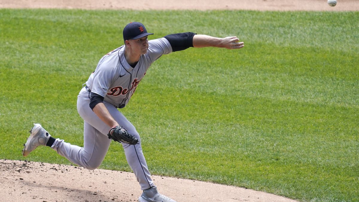 Detroit Tigers starting pitcher Tarik Skubal throws against the Chicago White Sox during the...