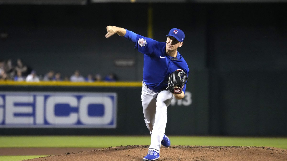 Chicago Cubs starting pitcher Kyle Hendricks (28) in the first inning during a baseball game...