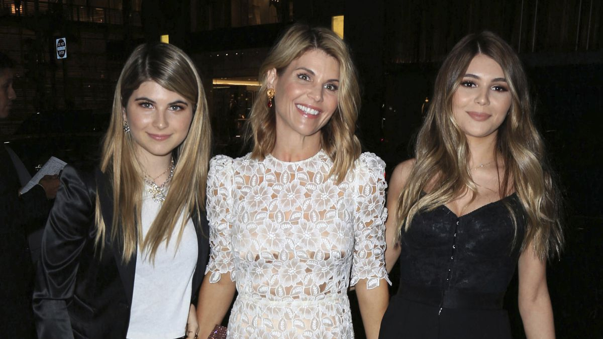 Actress Lori Loughlin reports to prison in college scam