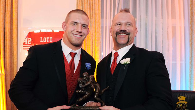 FILE - In this Dec. 14, 2008 file photo of James Laurinaitis, of Ohio State, left, poses with...
