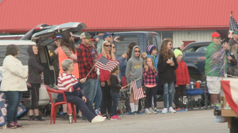 The Osceola Memorial Day Parade drew hundreds to the streets for the first time since 2019.