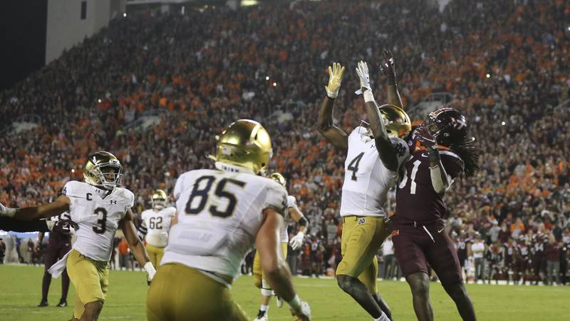 Notre Dame wide receiver Kevin Austin Jr. (4) catches a two point conversion pass in front of...
