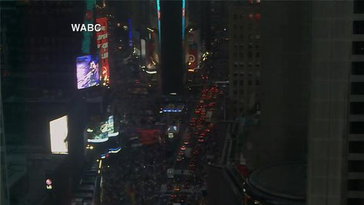 Power reportedly went out early Saturday evening at much of Rockefeller Center and reached the Upper West Side. (Source: WABC/CNN)
