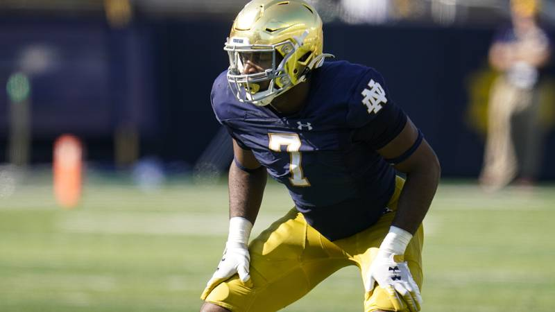 Notre Dame defensive lineman Isaiah Foskey (7) plays against Purdue during the second half of...